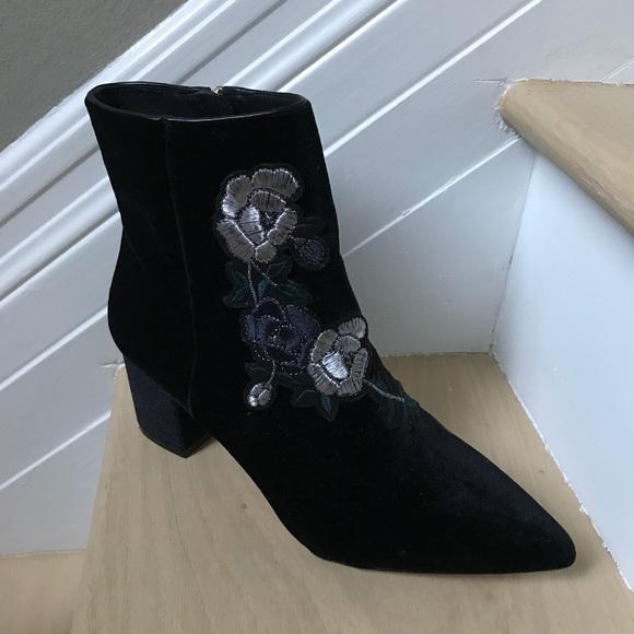 ad67dea2bd2 Steven by Steve Madden Velvet Floral Boots. M 5af1036a84b5ce8353654bab